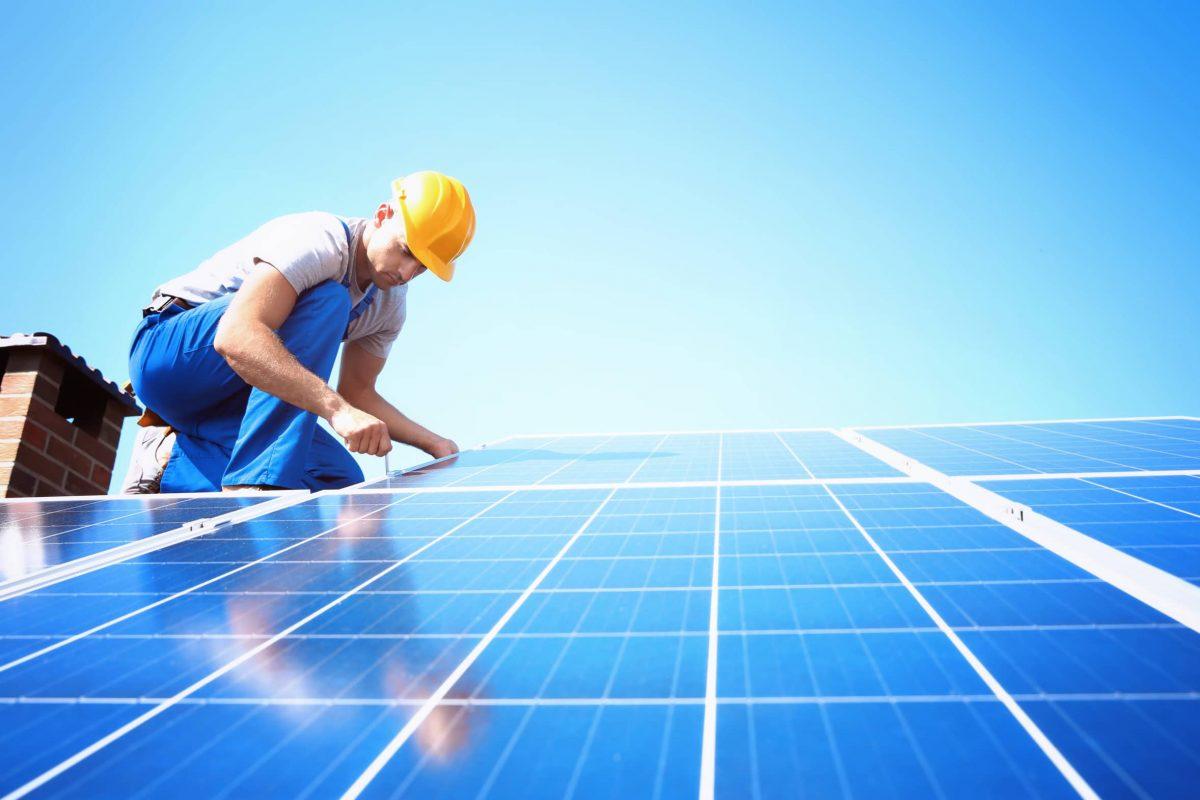 Solar installieren auf Dach Dachdecker